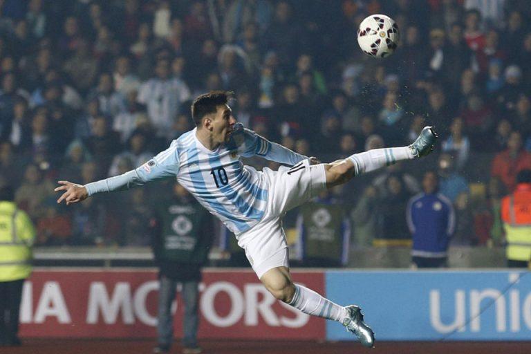 Barcelona Bela Messi yang Dikritik Maradona