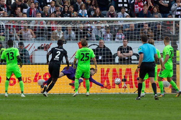 Eintracht Frankfurt Pesta Gol ke Gawang Hannover 96