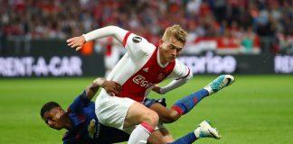 Performa pemain andalan Ajax Amsterdam, De Ligt lebih mengesankan pada musim ini. De Ligt mulai terkenal sejak pertama jadi bagian Ajax Amsterdam.