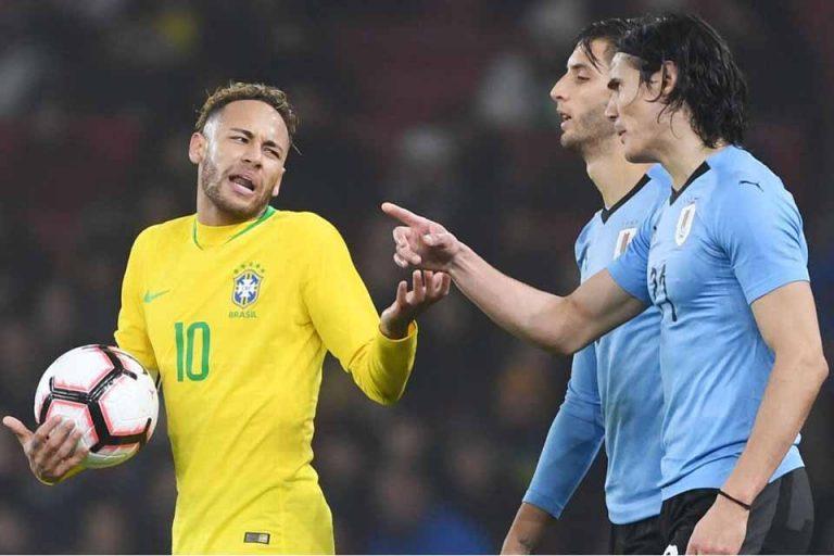 Cavani Bantah Tak Akur Dengan Neymar