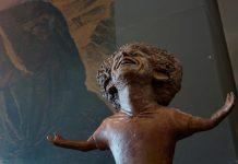 Salah Sanjung Seniman yang Buat Patung Dirinya