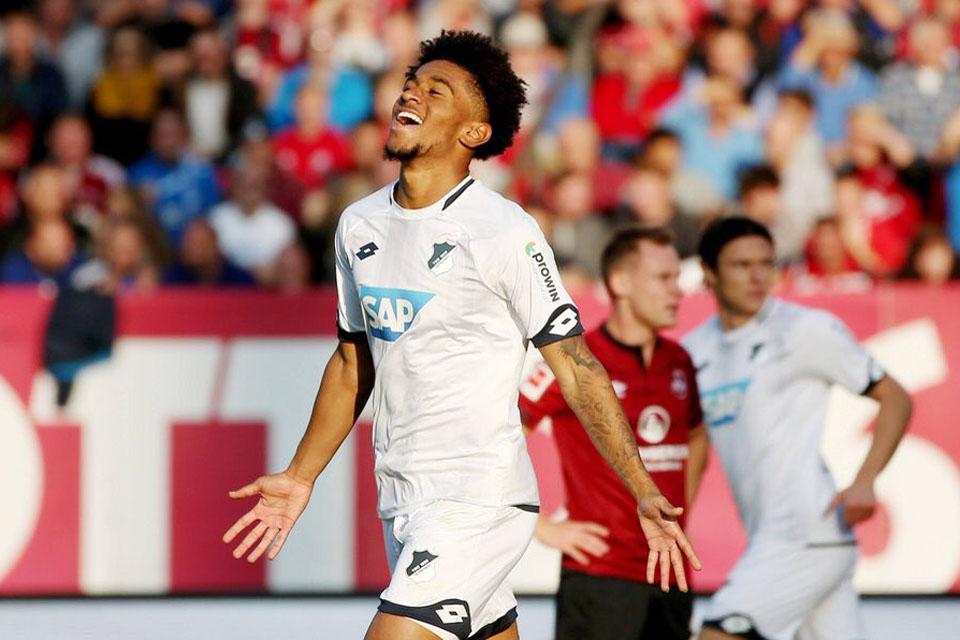 Nelson Raih Bundesliga of The Month