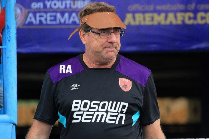 Rene Alberts Tetap Latih PSM Musim Depan