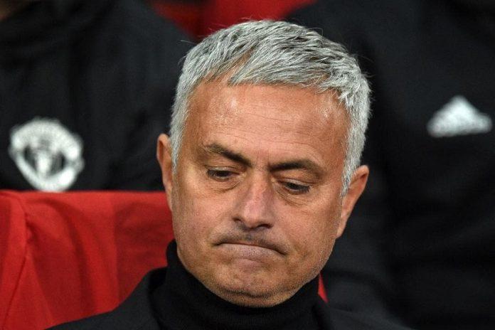 Manajemen United Diminta Untuk Pecat Mourinho
