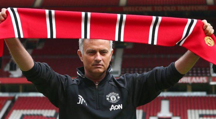 Mourinho Bangga Kenakan Lambang MU