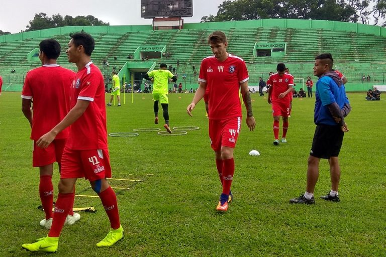 32 Besar Piala Indonesia: Arema Diunggulkan Atas Persita