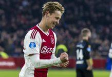 De Jong Bertahan di Ajax