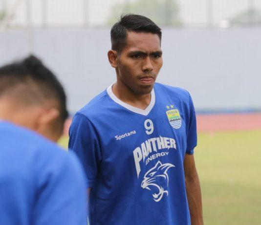 Frets Butuan dan Abdul Aziz Nikmati Latihan Dengan Persib