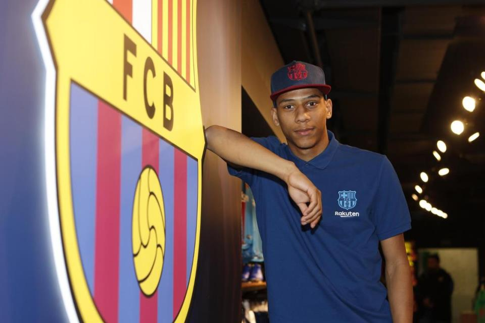 Alasan Todibo Lebih Cepat Gabung BarcelonaAlasan Todibo Lebih Cepat Gabung Barcelona