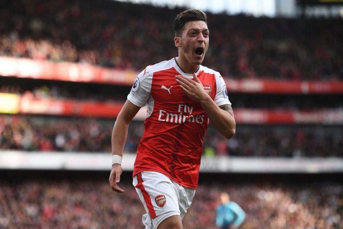 Mesut Ozil Layak Dipertahankan Arsenal