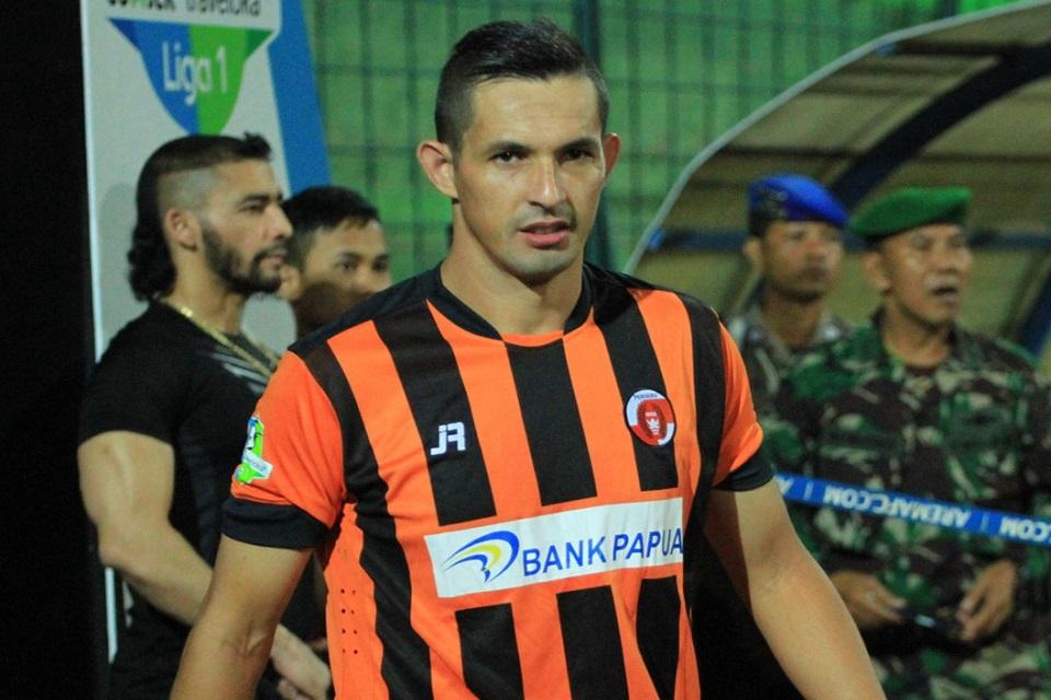 Hattrick Escobar Bawa Perseru ke16 Besar Piala Indonesia