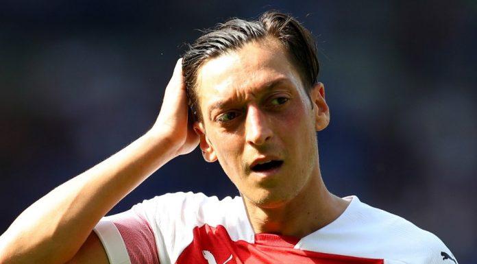 Ozil Bisa Buat Emery Angkat Kaki dari Arsenal