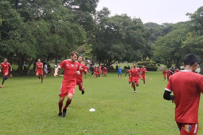 Arema FC Kapok Berburu Pemain Lewat Medium Ini