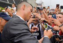 Disuruh Tanda Tangan, Ronaldo Tunjukkan Sifat Mengagumkan!