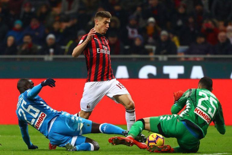 Gelandang AC Milan Bangga Miliki Nomor Punggung Ini