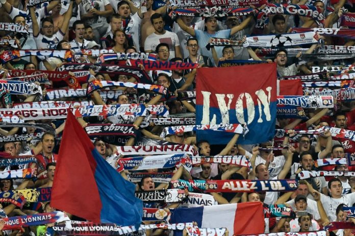 Ribuan Superter Lyon Serbu Barcelona