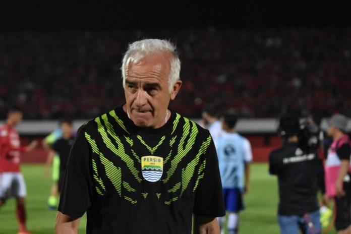 Resmi! Eks Pelatih Persib Jadi Juru Taktik Borneo FC