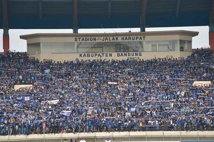 Bobotoh Siap Birukan Stadion Si Jalak Harupat, Ini Prediksi Persib Vs Borneo!