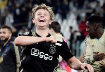 De Jong Pimpin Chant Ajax Sebagai Kado Perpisahan