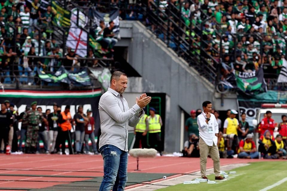 Kinerja Kurang Memuaskan, Pelatih Ini Mulai Disorot Manajemen Klub