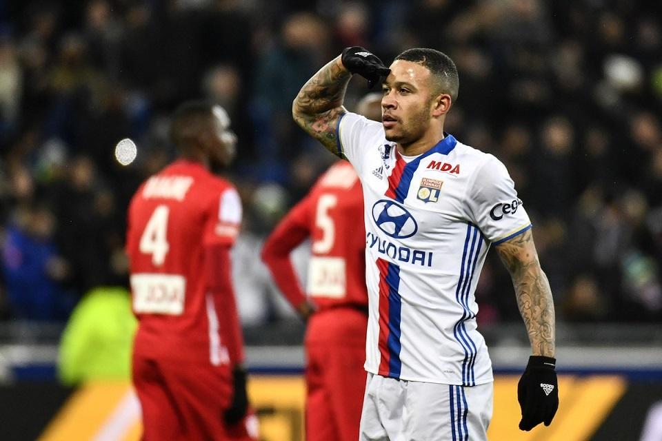 Jelang bursa transfer musim panas dibuka Juni mendatang, kubu Olympique Lyonnais diterpa kabar tak sedap. Penyerang andalan mereka, Memphis Depay
