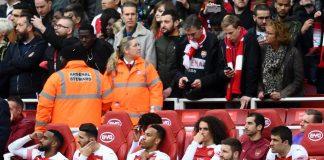 Mantan pemain Arsenal, Robert Pires mengaku prihatin dengan kemampuan belanja Arsenal pada bursa transfer musim panas ini.