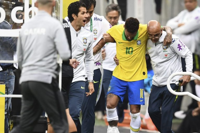 Neymar Cedera Parah, Ini Kata Mbappe