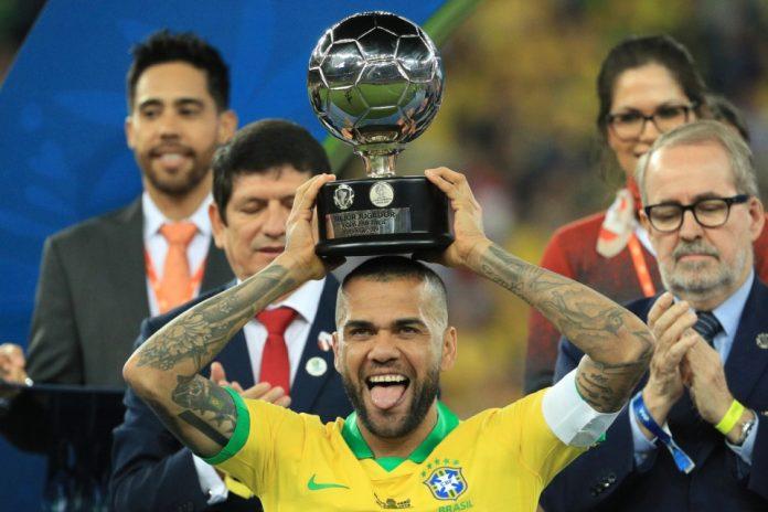 Dani Alves Buka Peluang Merapat ke Manchester City