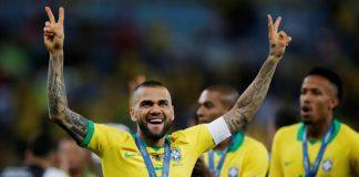 Dani Alves Neymar Masih Selevel Messi dan Ronaldo
