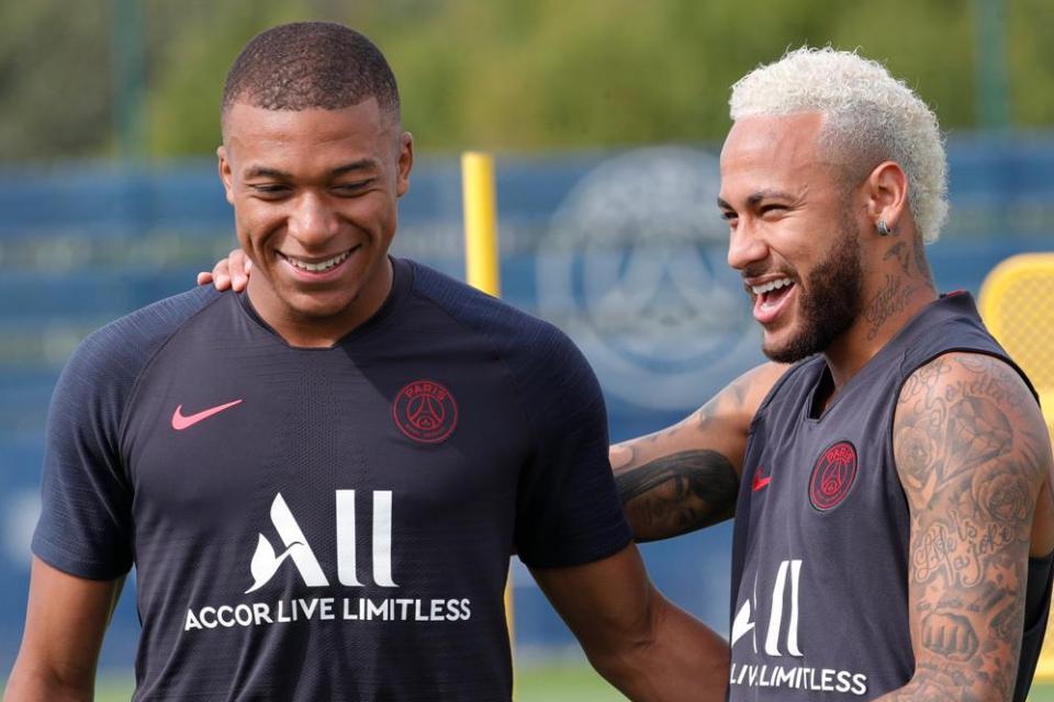 Mbappe Cedera, Neymar Bakal Bertahan?