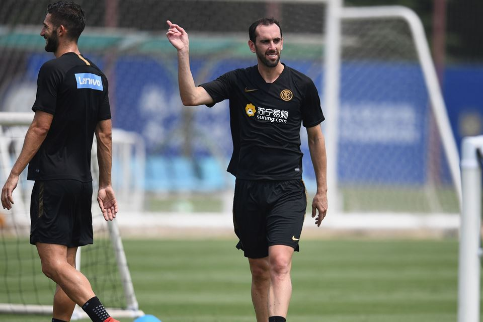 Godin Beberkan Alasannya Pilih Inter Ketimbang Duo Manchester