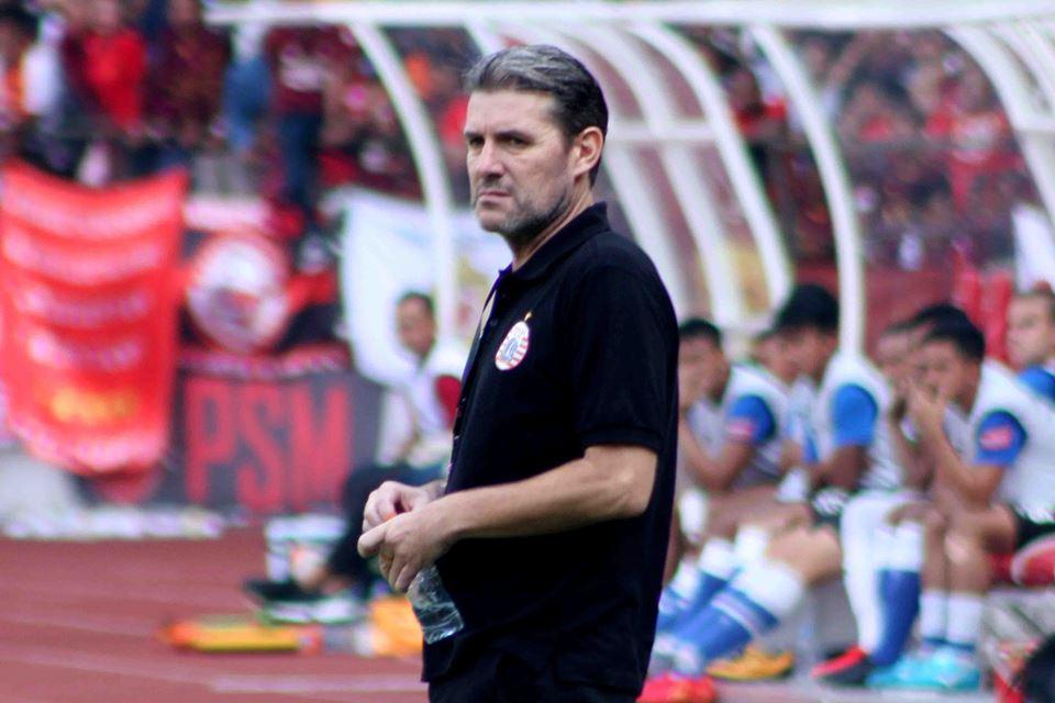 Pelatih Persija Dipecat
