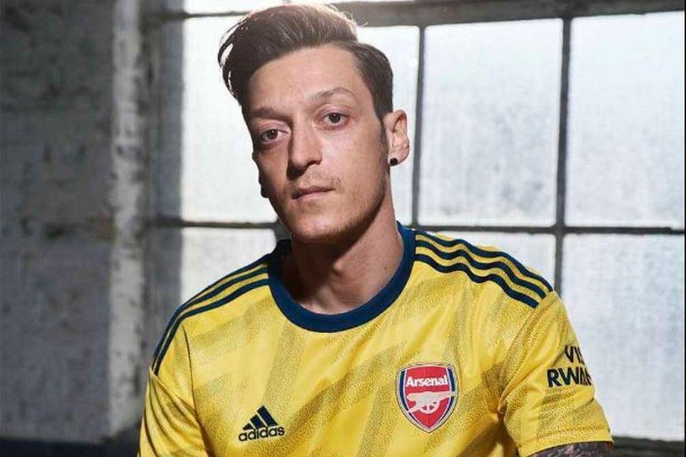 Kesegaran Musim Panas Terasa di Jersey Away Terbaru Arsenal