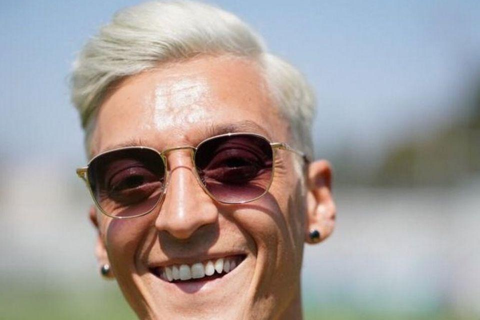 Alasan Ozil Mengubah Gaya Rambutnya Seperti Megan Rapinoe