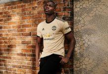 Pogba Menjadi Model Kaos Away Manchester United Musim ini