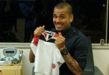 Dani Alves Resmi Perkuar Raksasa Brazil