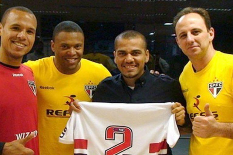 Alasan Khusus Mengapa Dani Alves Memilih Main di Brazil