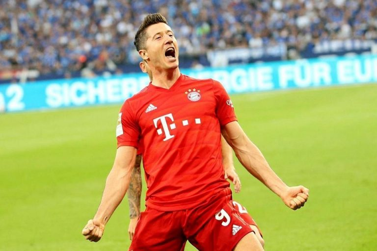 Lewandowski Cetak Hattrick, Bayern Bungkam Schalke 3-0