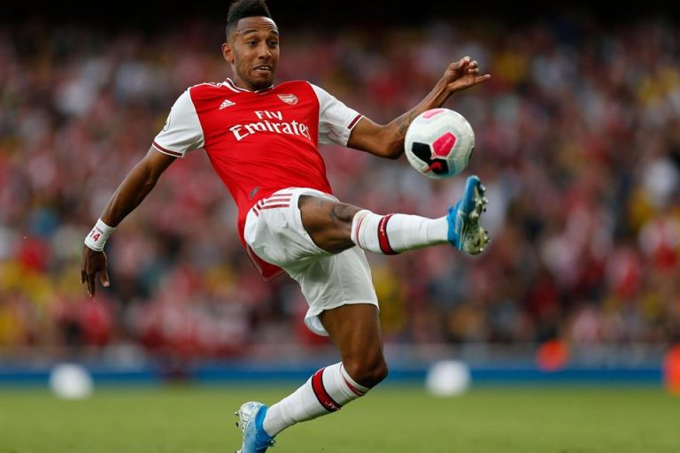 Arsenal Tak Bisa Terus Bergantung pada Aubameyang