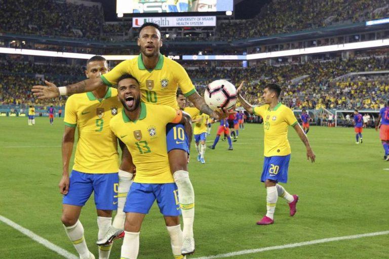 Jika Mau Jadi Pemain Terbaik, Neymar Diminta Lebih Fokus Ke Sepakbola