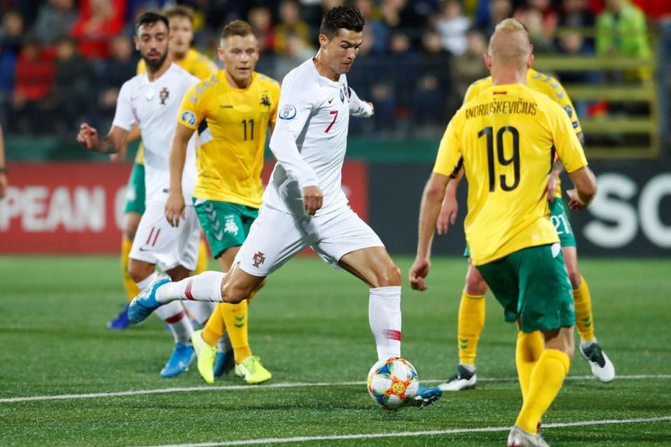 Ronaldo Buat Quattrick, Portugas Libas Lithuania 5-1