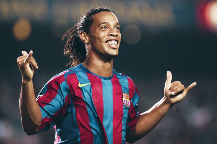 Dalam Berbagai Aspek, Ronaldinho Diklaim Melebihi Messi dan Ronaldo