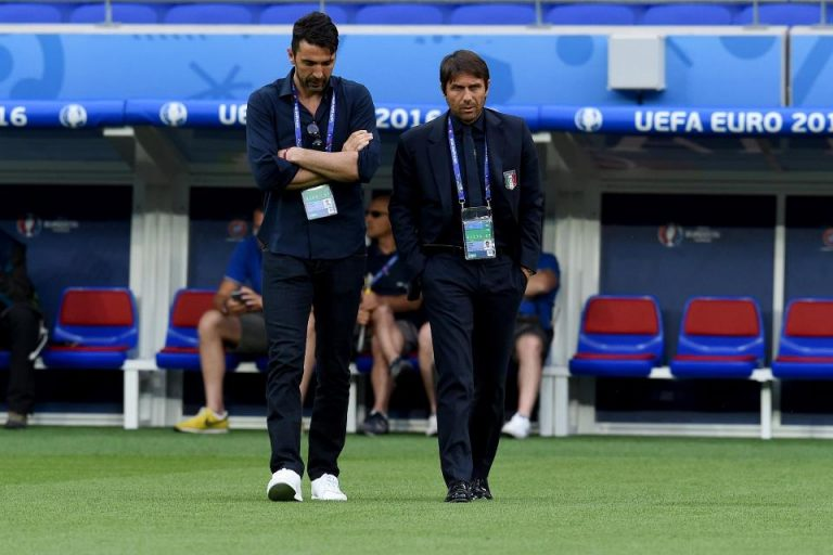 Buffon Minta Fans Juventus Hormati Conte