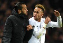 Dani Alves Nasehati Neymar Agar Stop Berbuat Onar