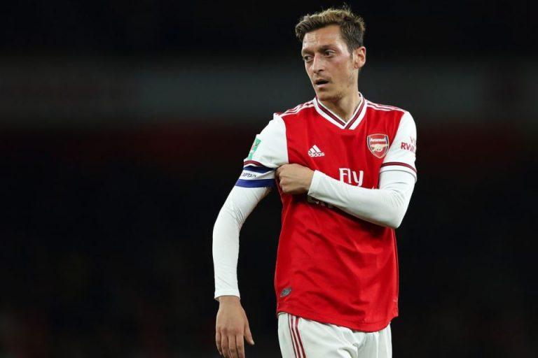 Emery: Ozil Tak Pantas Jadi Kapten Arsenal