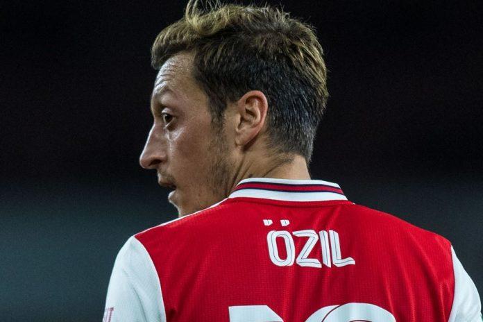 Ozil enggan Tinggalkan Arsenal