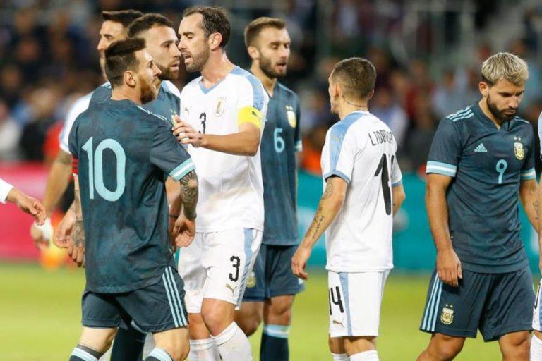 Argentina Vs Uruguay: Cavani Ajak Messi Adu Jotos