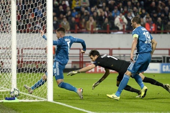 Gol Douglas Costa Di Menit Akhir Menangkan Juve Atas Lokomotiv Moscow