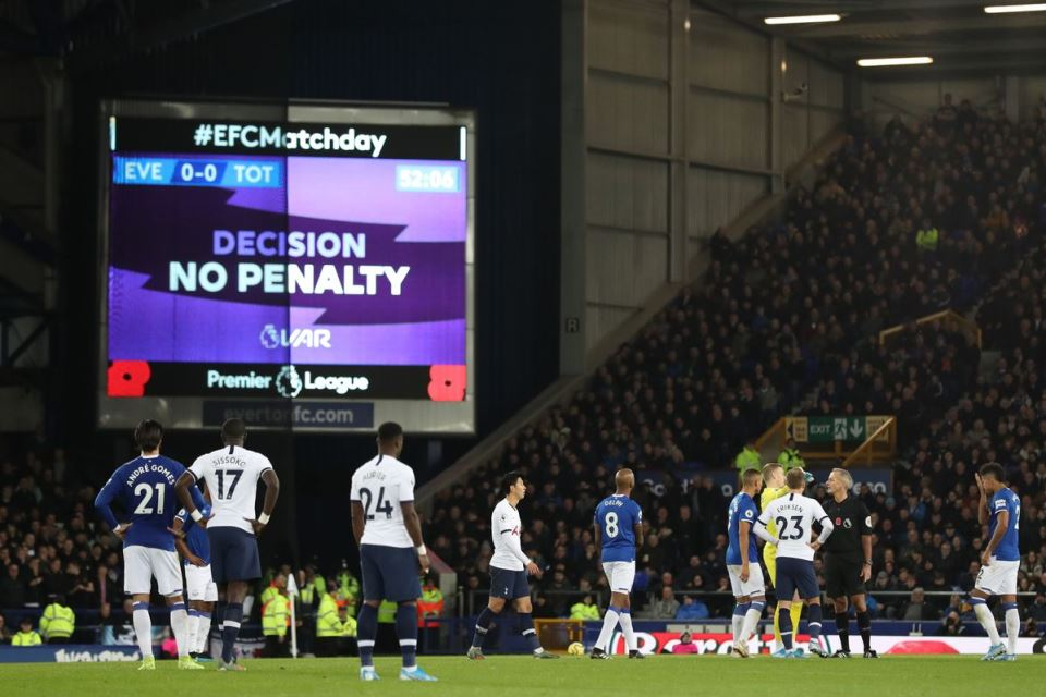 Eks Dokter Chelsea Buka Suara Tentang Rencana Bergulirnya Kembali Premier League
