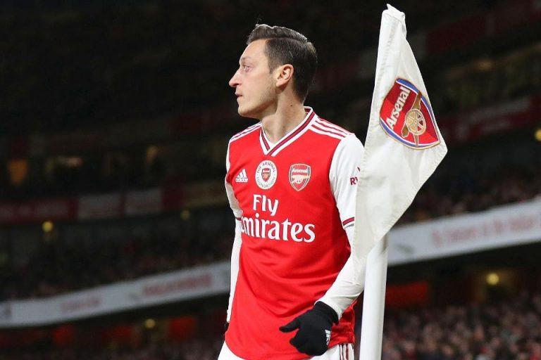 Bakal Dilego Murah, Agen Ozil: Dia Tetap Di Arsenal Sampai Kontraknya Habis